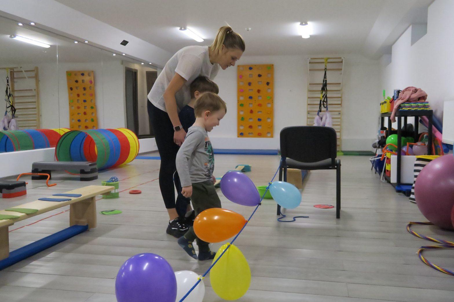 """Raidos sutrikimų turinčius vaikus sportuoti mokantys treneriai: """"Autizmas sportui – ne kliūtis"""""""