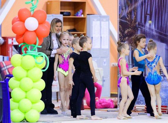 Akademiją įkūrusi meninės gimnastikos čempionė D.Kutkaitė: darbas su vaikais yra tikra atgaiva