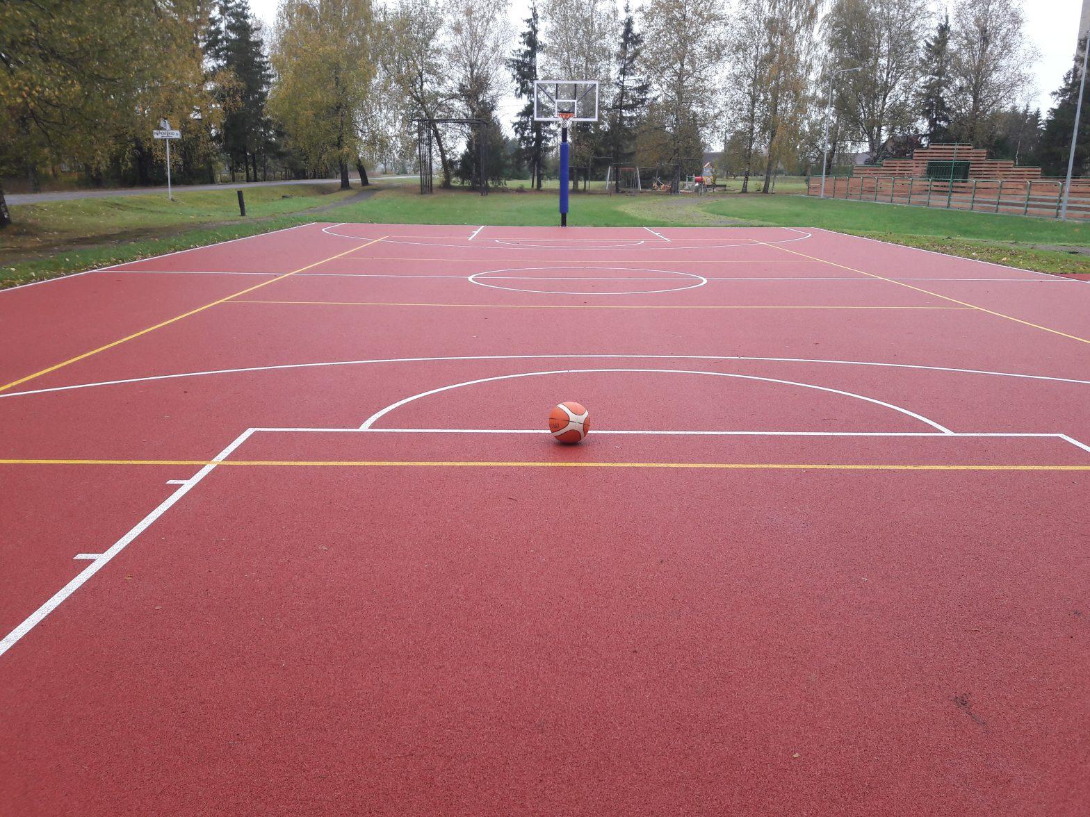 Atnaujintas Alizavos mokyklos stadionas vilioja sportuoti